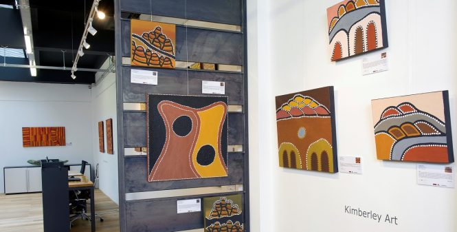 D11317-07 Foto Jacques kok opening aboriginal art gallery